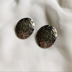 VTG Oval Silver Aztec Etched Design Clip Earrings
